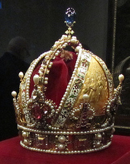 Photo: Creative Commons, David Jones. The Imperial Crown of Austria in the Schatzkammer, Vienna