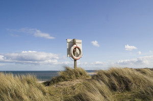 Life ring on the dunes in Alnmouth, Northumberland. Credit: Dan Brady, flickr