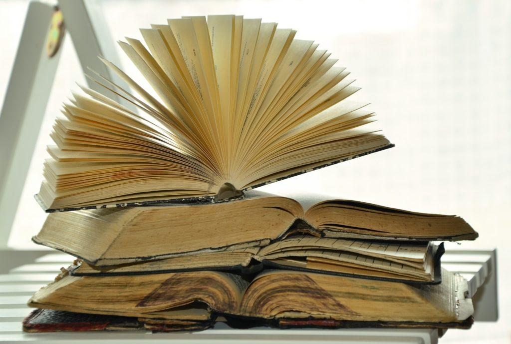 books-1215672_1920